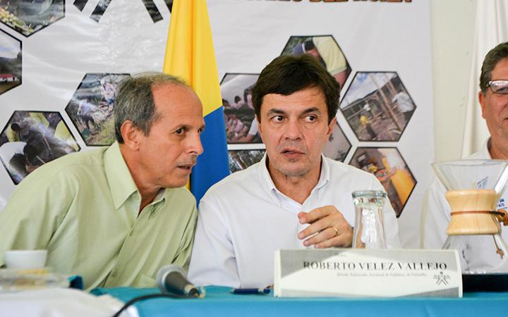 Alcalde Josué Manrique junto a Roberto Vélez, gerente de fedecafe