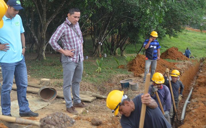 Construcción de redes de acueducto en el barrio Ventilador